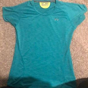 Under armor semi fitted tee